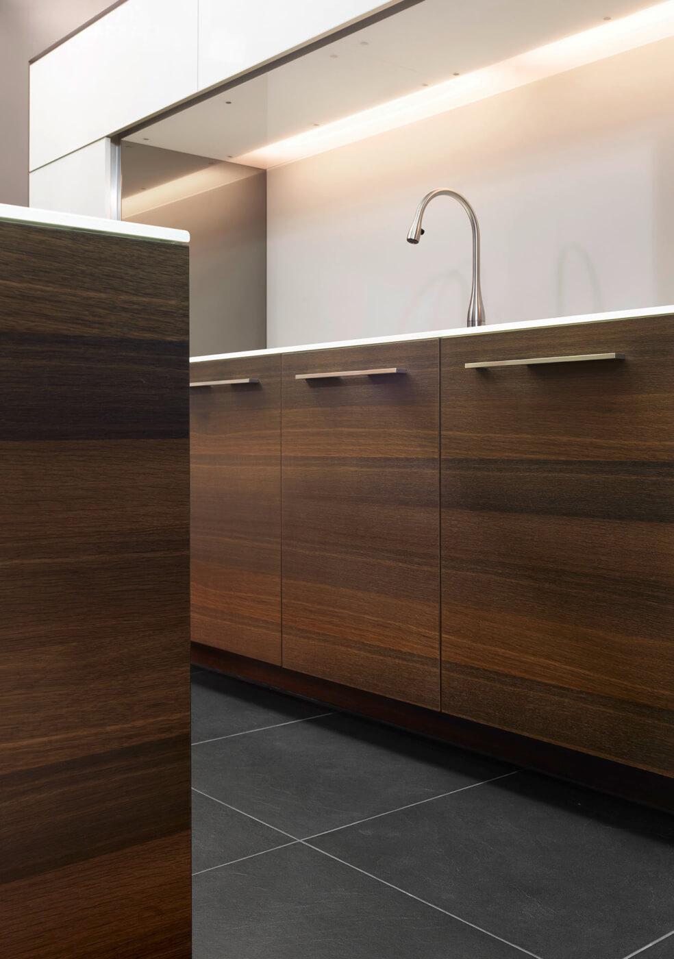 ligna elegance glasfront kombiniert mit echholzfurnier mn k chen von movanorm. Black Bedroom Furniture Sets. Home Design Ideas
