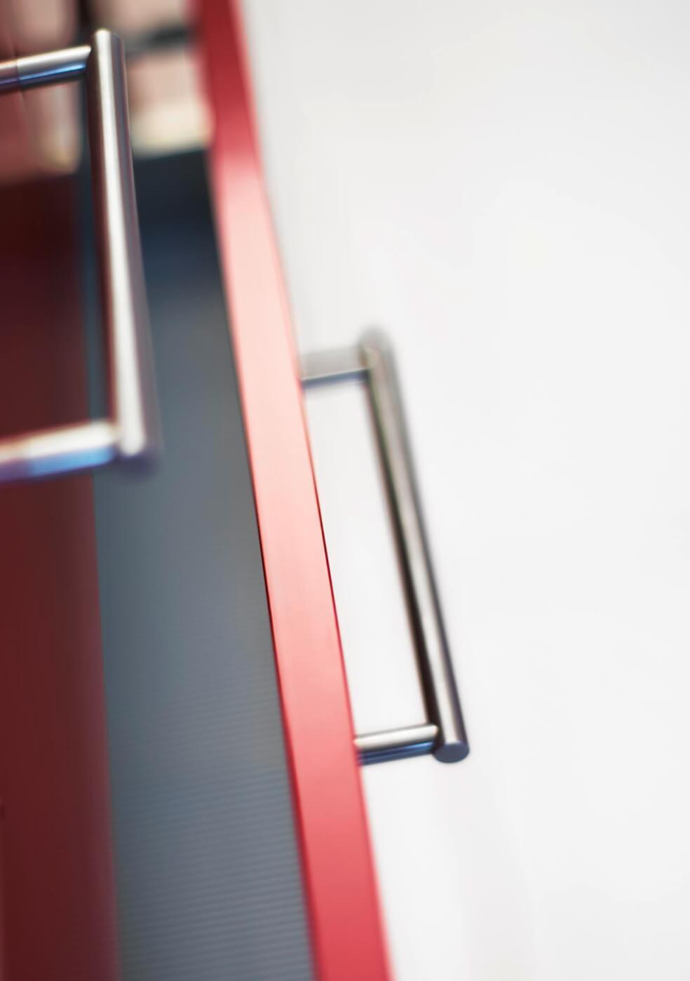 colora starline, Kunstharzfront mit Metallkante