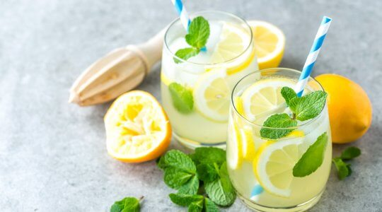 erfrischende Zitronenlimonade