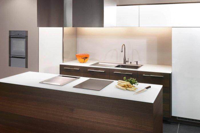 ligna elegance, Glasfront kombiniert mit Echholzfurnier